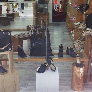 Logo de Zapatos y bolsos en cuero