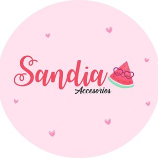Logo de By: Kelly Garay.